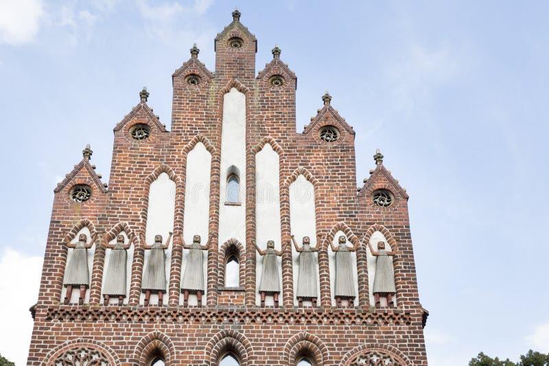 Porta histórica na parede da cidade em Neubrandenburg em Alemanha imagem de stock