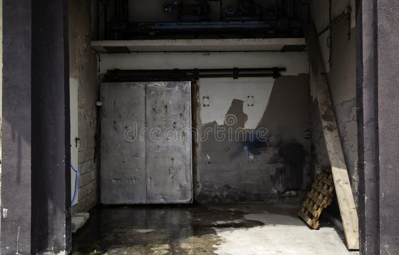 Porta industrial do metal fotografia de stock royalty free