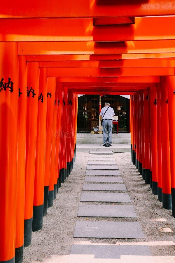 Porta japonesa de Kushida-jinja Torii do santuário em Fukuoka imagens de stock royalty free