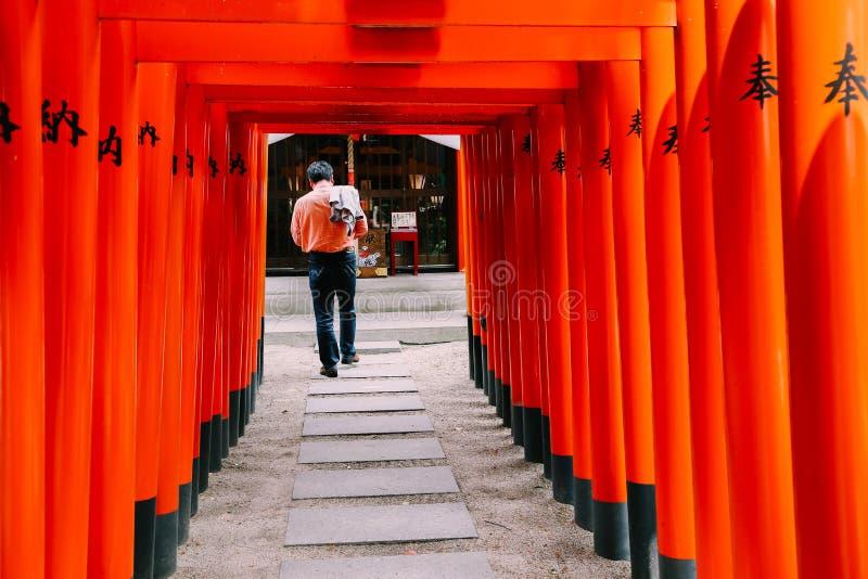 Porta japonesa de Kushida-jinja Torii do santuário em Fukuoka fotografia de stock