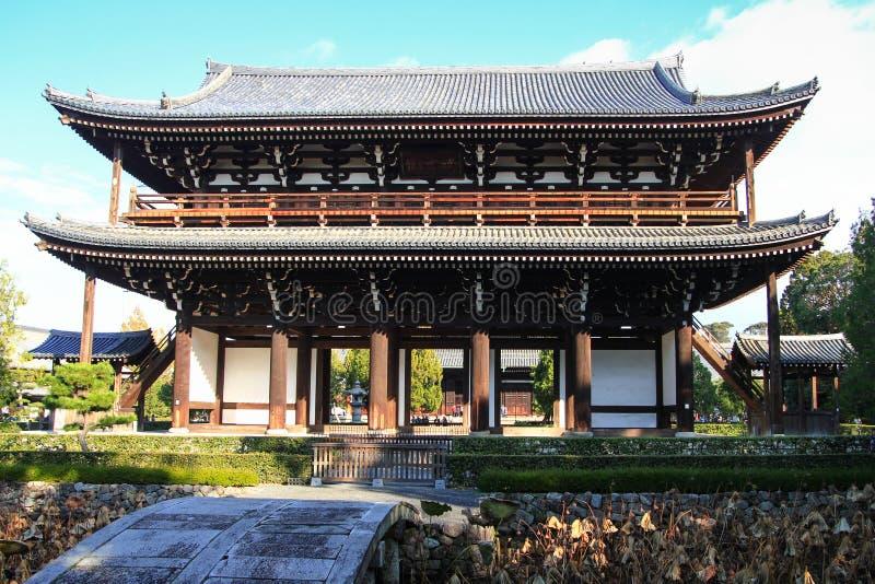Porta japonesa de surpresa do templo de Tofuku-ji fotos de stock
