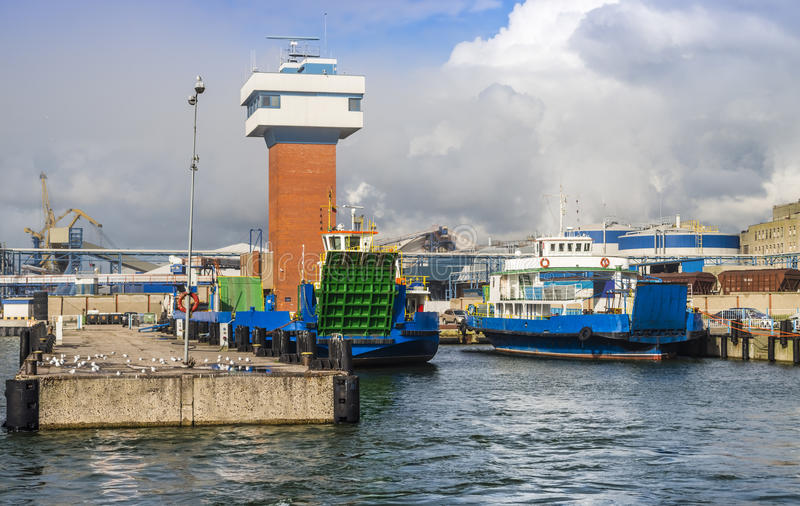 Porta marinha da carga em Klaipeda, Lithuania fotografia de stock