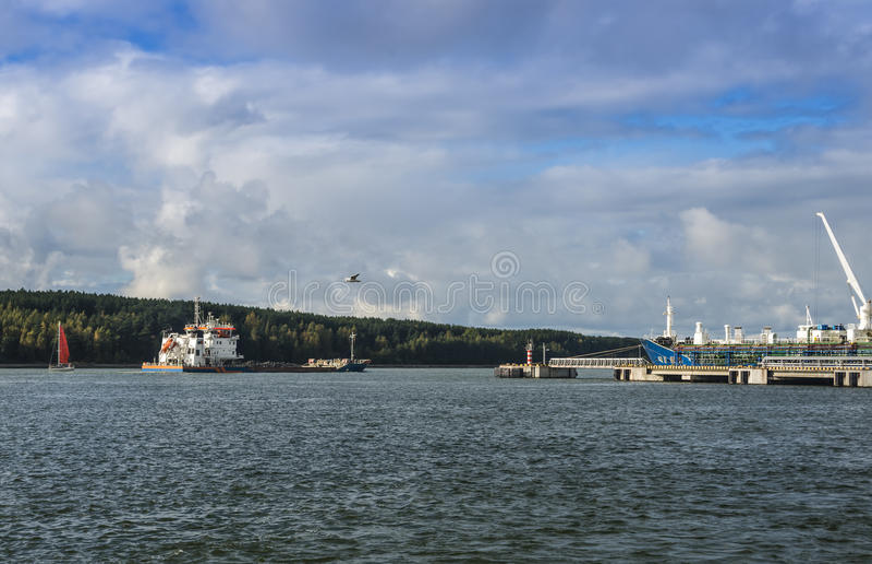 Porta marinha da carga em Klaipeda, Lithuania foto de stock royalty free