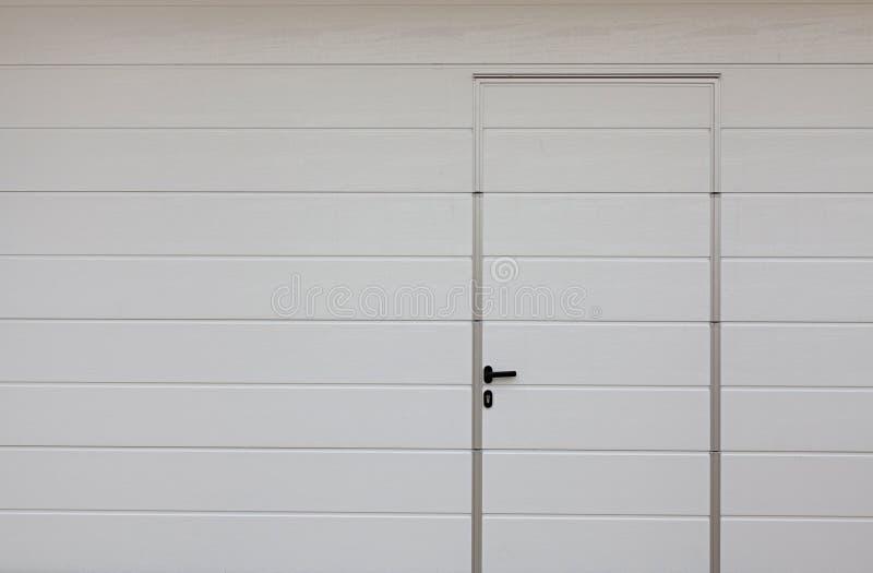 Porta moderna del garage fotografia stock immagine di - Porta del garage ...
