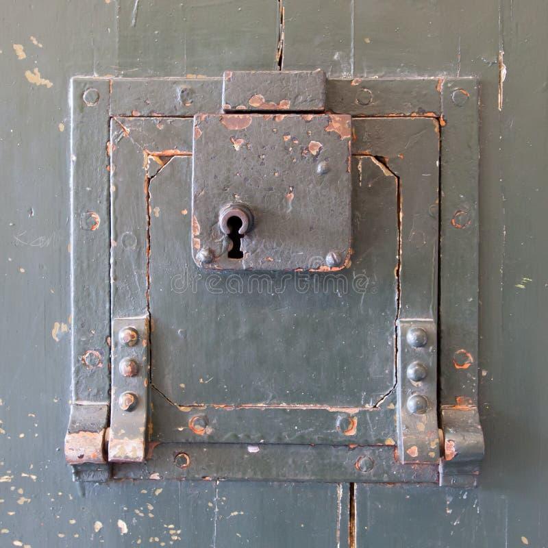 Porta molto vecchia della prigione fotografie stock