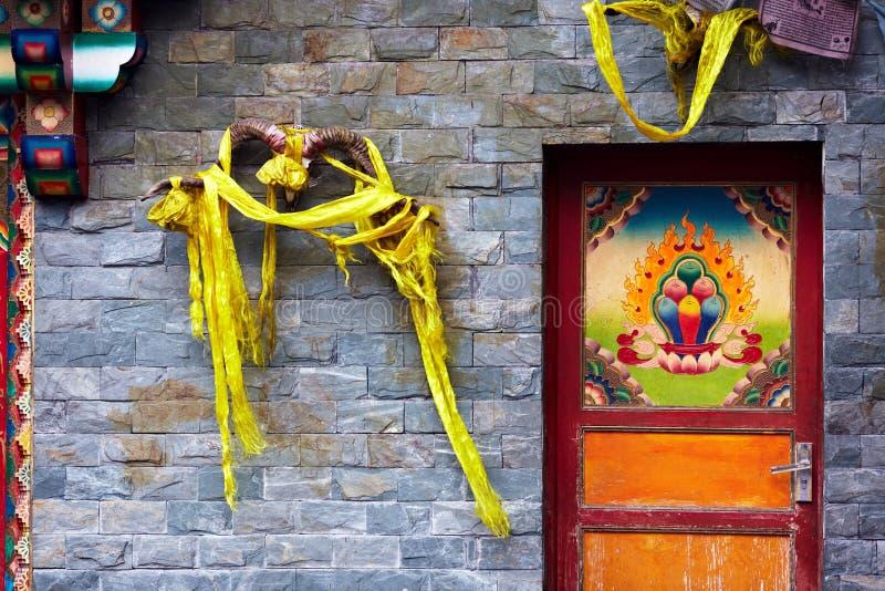 Porta na área de tibet imagens de stock