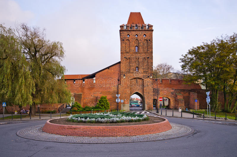 Porta nas paredes da cidade antiga de Olesnica, Polônia fotos de stock royalty free