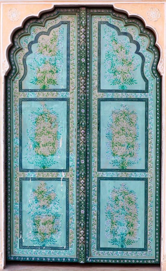 Porta nel palazzo famoso di Hawa Mahal a Jaipur, Ragiastan, India fotografie stock