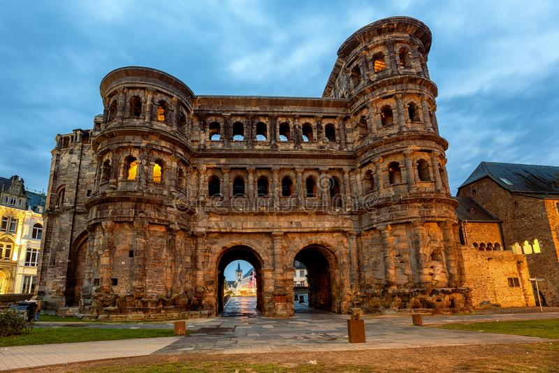 Porta Nigra, αρχαία ρωμαϊκή πύλη στην Τρίερ της Γερμανίας στοκ φωτογραφίες με δικαίωμα ελεύθερης χρήσης