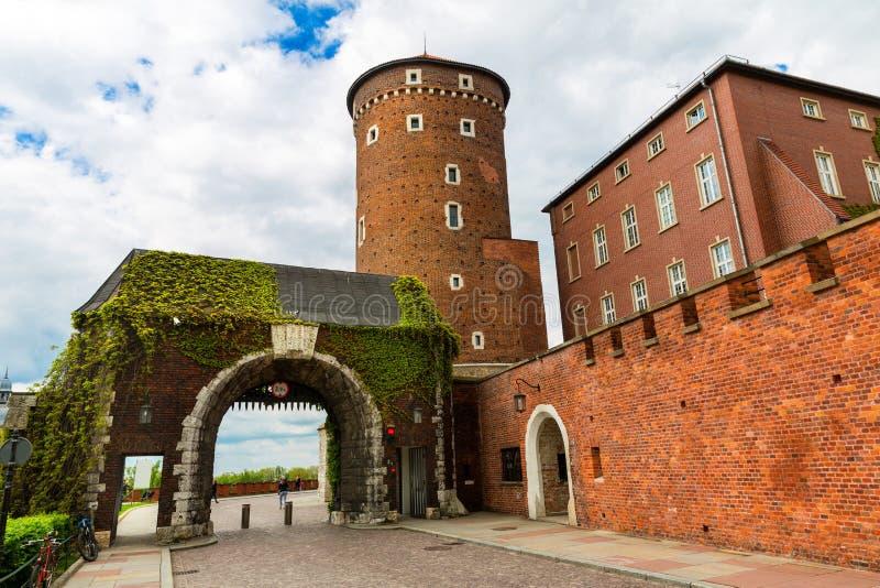 Porta no castelo da catedral de Wawel, Cracóvia, Polônia fotografia de stock