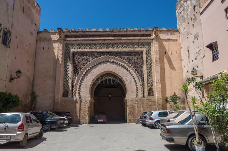 Porta no distrito Dar el-Kbira de Meknes medina, Marrocos imagem de stock royalty free