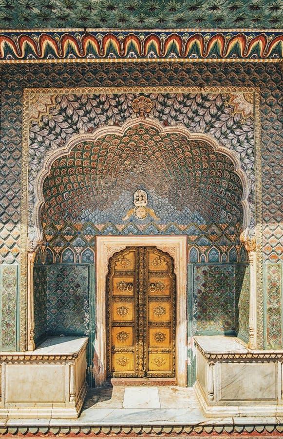 Porta no palácio da cidade em Jaipur fotografia de stock royalty free