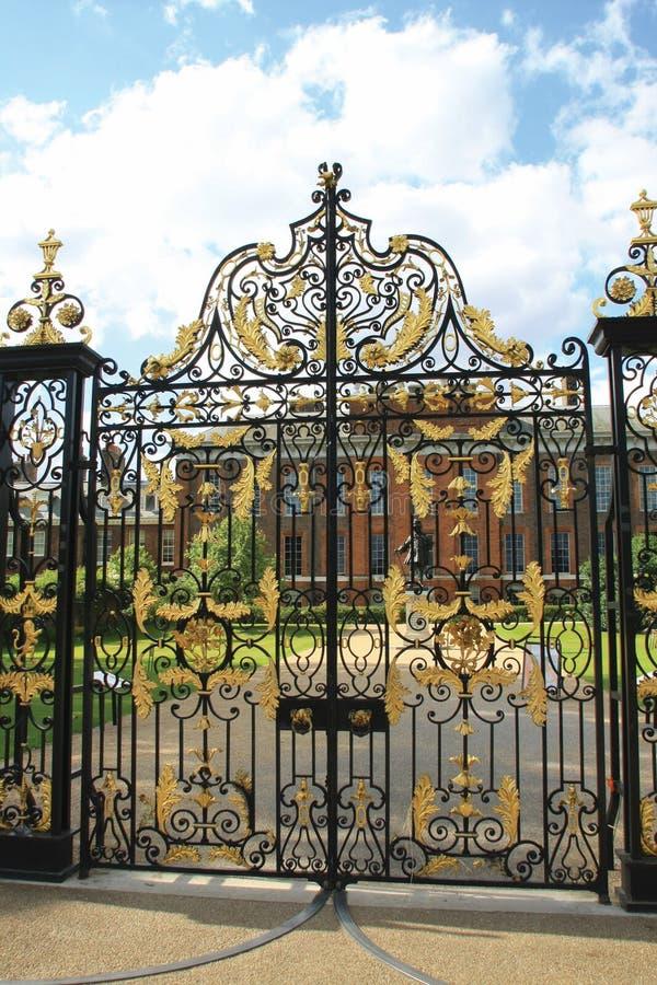 A porta no palácio de Kensington fotografia de stock royalty free
