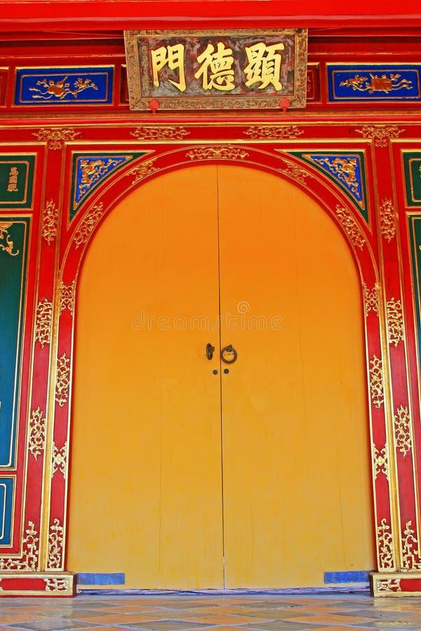 Porta no túmulo imperial de Minh Mang, local do patrimônio mundial do UNESCO de Hue Vietnam imagem de stock
