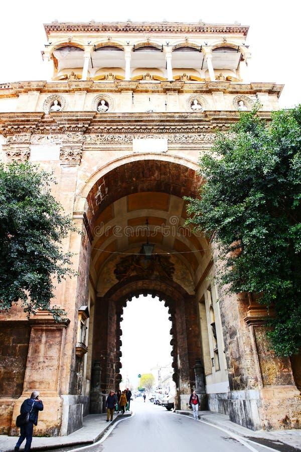 Porta Nuova ny port av Palermo royaltyfri bild