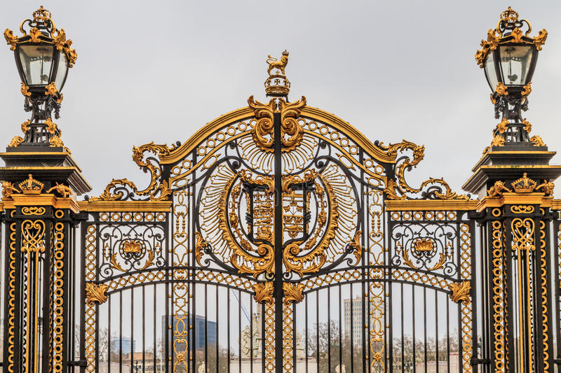 Porta ornamentado no Buckingham Palace, Londres imagem de stock royalty free
