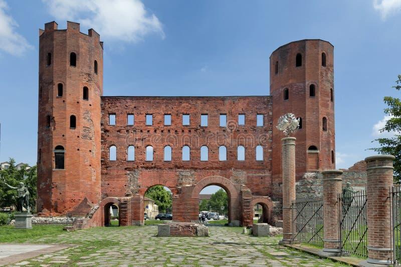 Porta Palatina, Turín, Italia imagenes de archivo