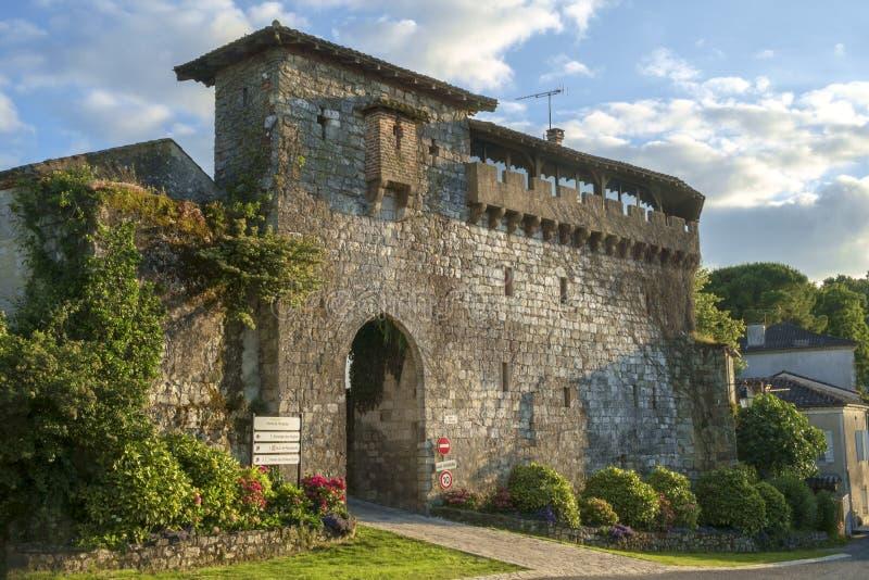Porta Picturesque Porte de Ferracap alla città medievale di Penne d'Agenaise fotografia stock