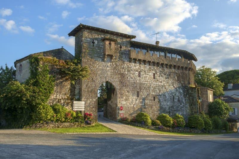 Porta Picturesque Porte de Ferracap alla città medievale di Penne d'Agenaise immagine stock libera da diritti