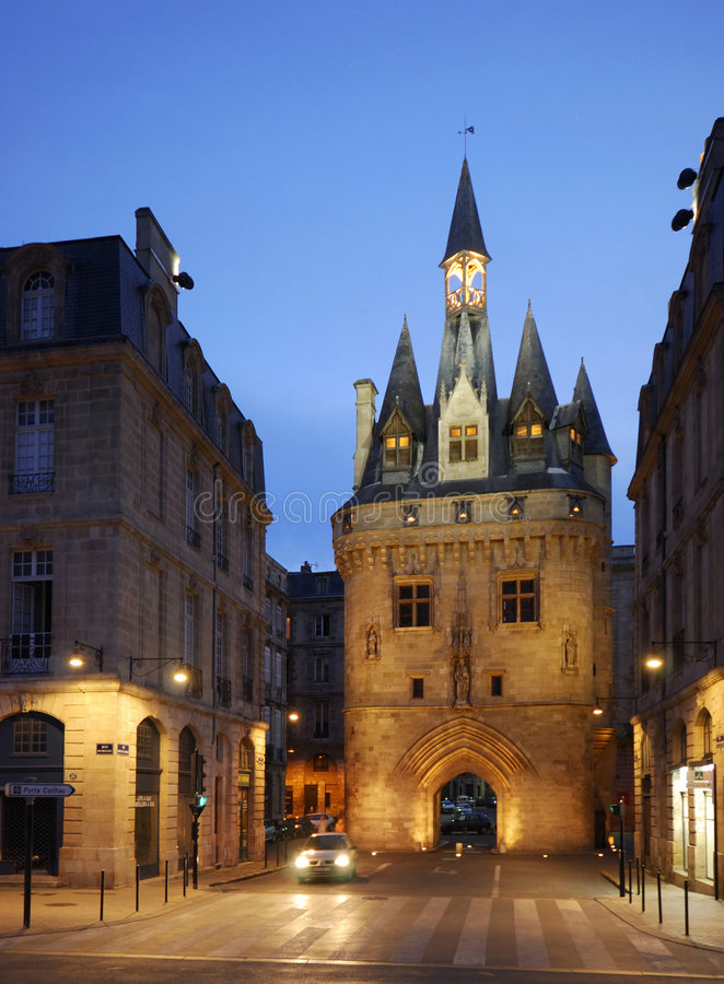Porta Porte Cailhau da cidade no Bordéus, France imagens de stock royalty free