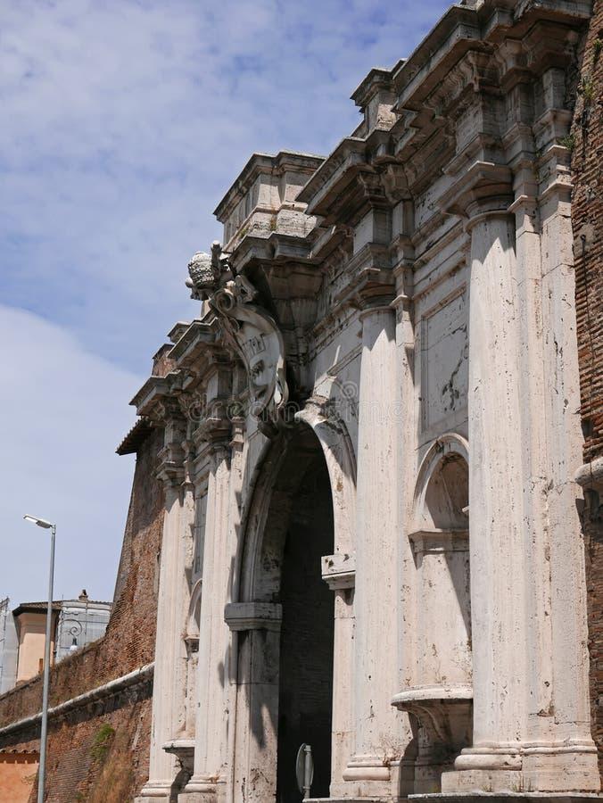 Porta Portese forntida port i Rome royaltyfri fotografi