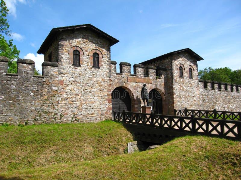 Porta Praetoria, la porte d'entrée principale au Saalburg Roman Fort près de Francfort, Allemagne photographie stock libre de droits