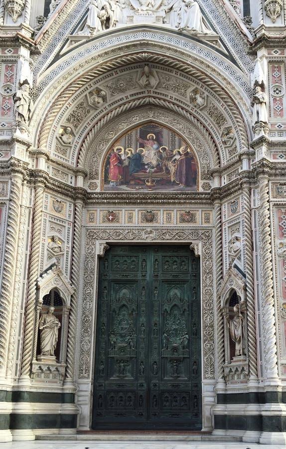 Porta principal de Florence Cathedral Duomo Santa Maria del Fiore imagens de stock