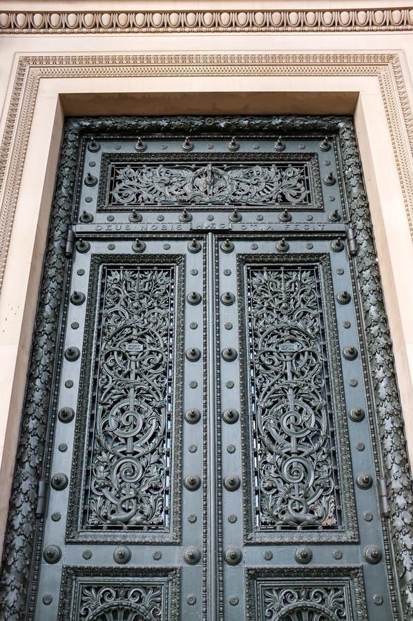 A porta principal no Salão de St George imagens de stock