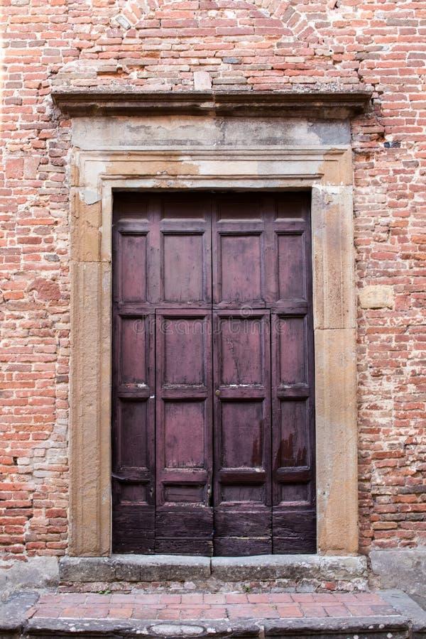 Porta principale di grande casa antica immagine stock libera da diritti