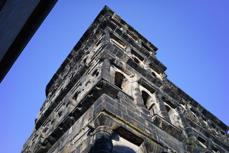 Porta romana do negro de Porta na cidade Alemanha do Trier imagens de stock royalty free
