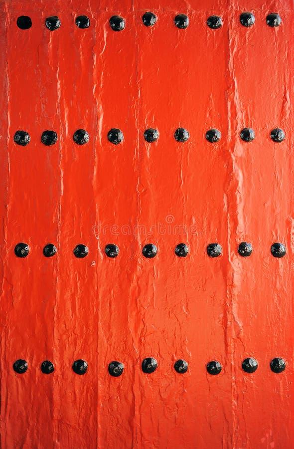 Porta rossa in una cantina, bodega, Sanlucar de Barrameda, provincia di Cadice, stazione termale immagini stock libere da diritti