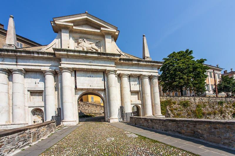 Porta San Giacomo à Bergame Italie images stock