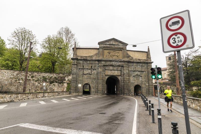 Porta Sant ?Agust?n, B?rgamo, Italia fotos de archivo libres de regalías