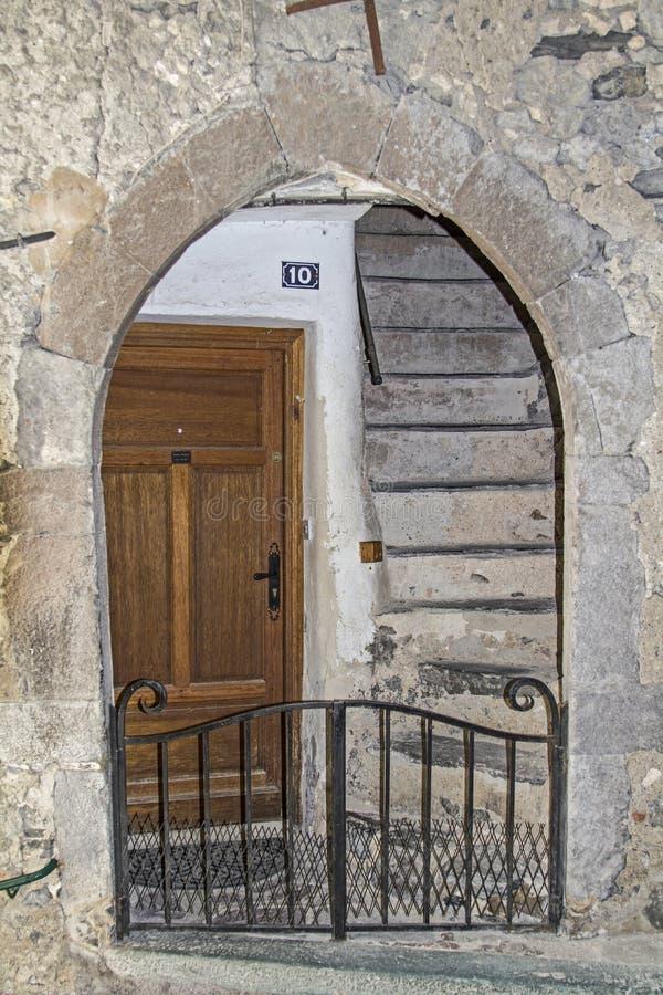 Download Porta in Saorge immagine stock. Immagine di interno, retroterra - 56877947