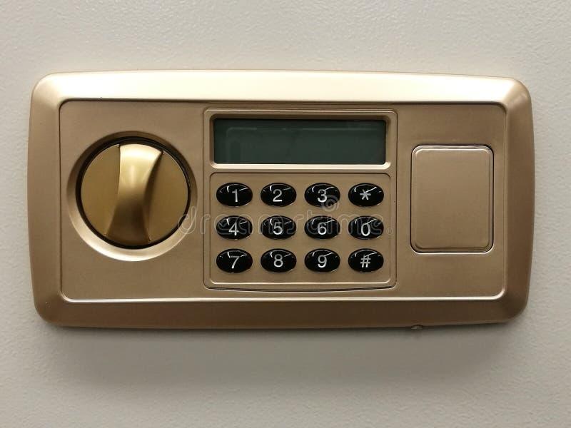 A porta segura do código de fechamento no banco da caixa de segurança, o close-up seguro, a proteção, o fechamento da segurança,  fotos de stock