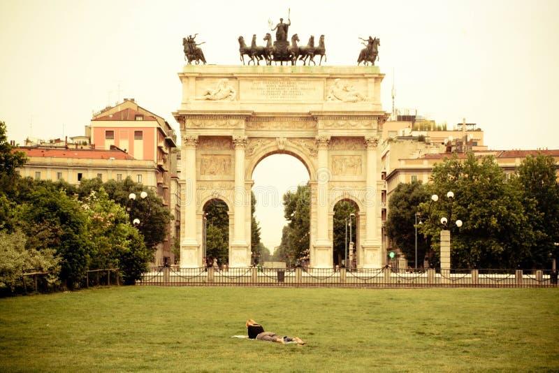 Porta Sempione: Строб города милана стоковые изображения rf