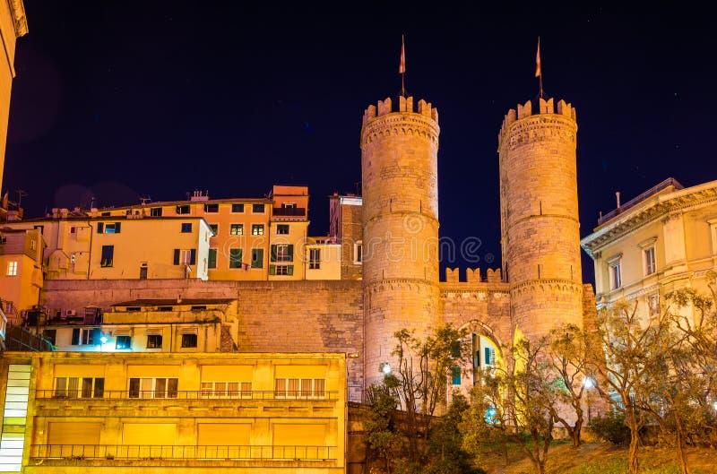 Porta Soprana, ein altes Tor von Genua lizenzfreies stockbild