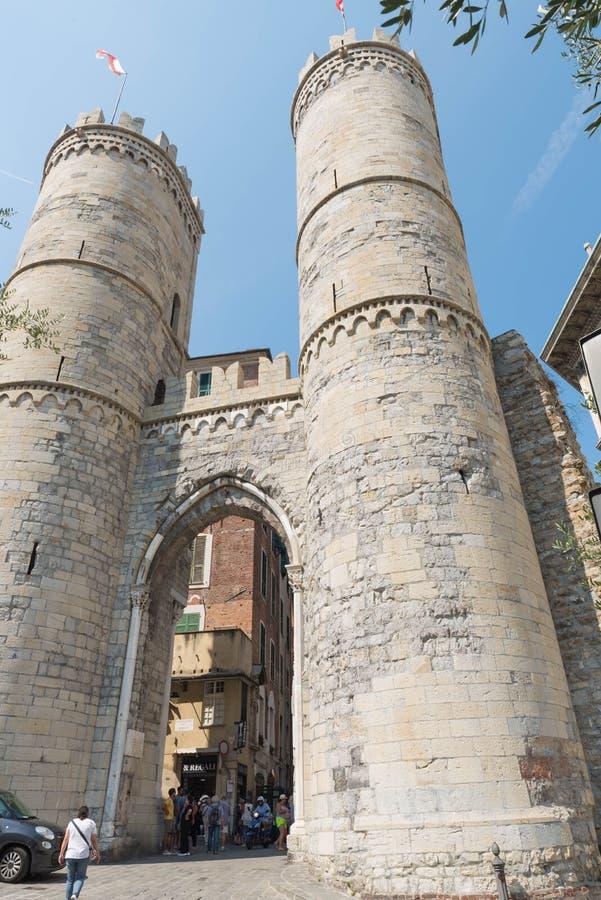 Porta Soprana, en Génova fotos de archivo