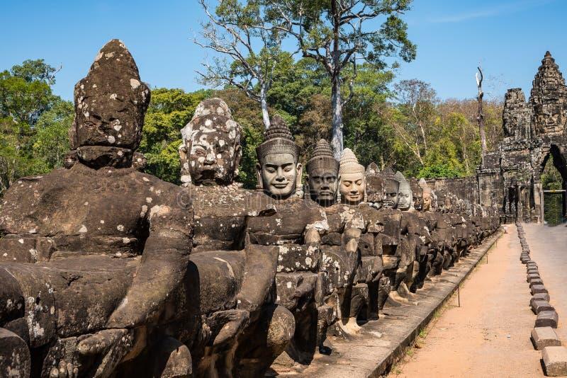 Porta sul a Angkor Thom em Camboja, Ásia foto de stock