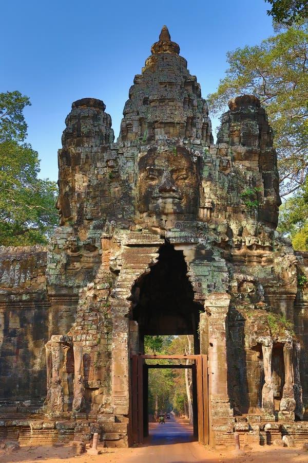 Porta sul a Angkor Thom em Camboja imagem de stock