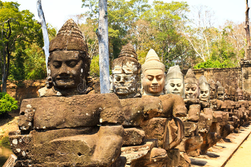 Porta sul a Angkor Thom em Camboja imagens de stock