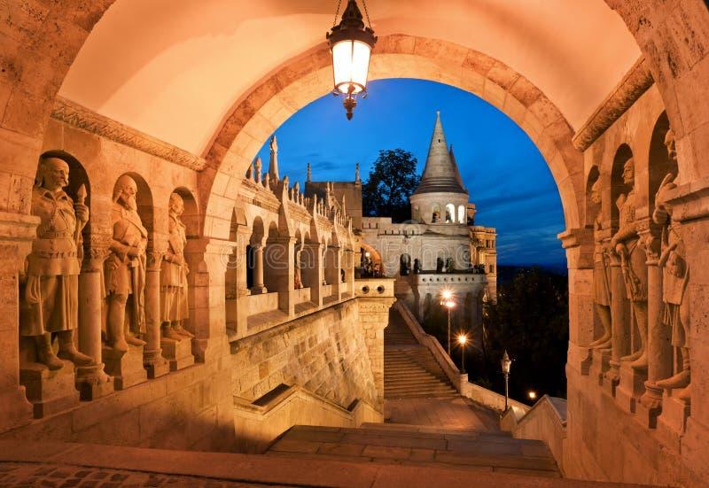 Porta sul do bastião do pescador em Budapest fotos de stock royalty free