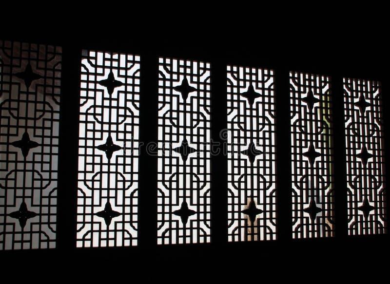 Porta tradicional chinesa com teste padrão Nanjing, China foto de stock royalty free