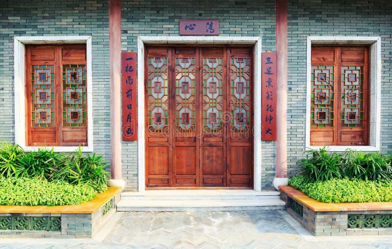 Porta tradizionale cinese e finestre fotografie stock libere da diritti