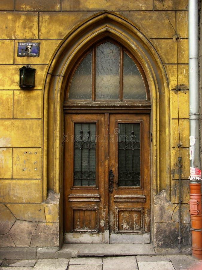 Download Porta velha foto de stock. Imagem de acesso, facade, wooden - 102102