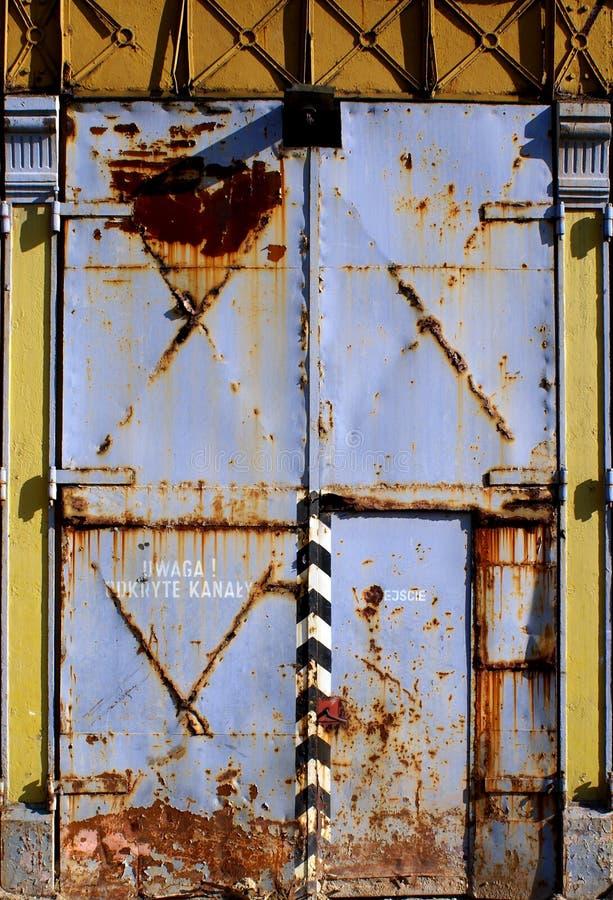 Porta velha da oxidação foto de stock