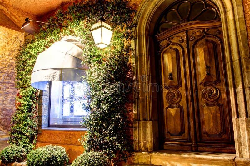Download Porta do carvalho imagem de stock. Imagem de france, porta - 29849263