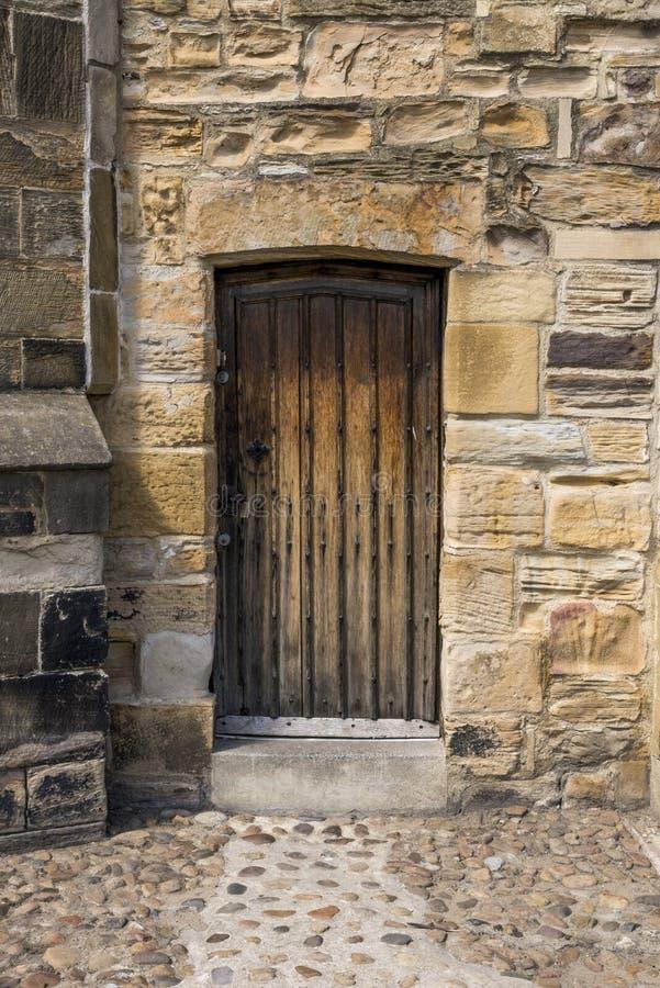 Porta velha em Durham - Reino Unido fotos de stock
