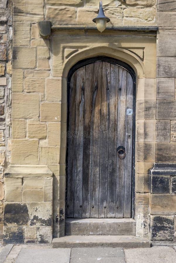 Porta velha em Durham - Reino Unido imagem de stock