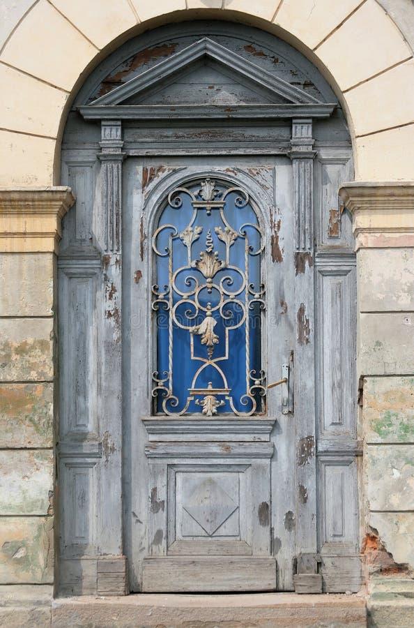 Porta velha em Sighisoara, Romania imagem de stock